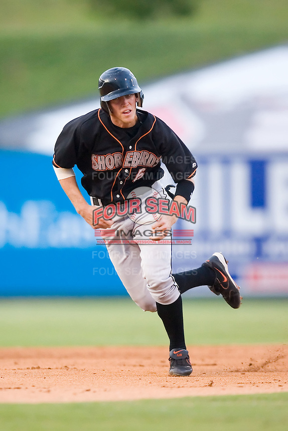 Jason White (6) of the Delmarva Shorebirds takes off for third base at Fieldcrest Cannon Stadium in Kannapolis, NC, Wednesday, May 14, 2008.
