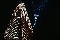 Räucherspirale in Phuoc An Hoi Quan-Pagode in Saigon, Vietnam