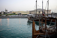 QATAR, Doha, downtown, view to parliament and dhow harbour / KATAR, Doha, Blick zum Parlament und Bucht mit Dhau Hafen