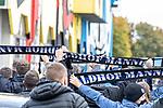 Kurz vor Abfahrt der Mannschaft, haben sich einige Waldhof-Anhänger am Alsenweg versammelt beim Spiel in der 3. Liga, 1. FC Kaiserslautern - SV Waldhof Mannheim.<br /> <br /> Foto © PIX-Sportfotos *** Foto ist honorarpflichtig! *** Auf Anfrage in hoeherer Qualitaet/Aufloesung. Belegexemplar erbeten. Veroeffentlichung ausschliesslich fuer journalistisch-publizistische Zwecke. For editorial use only. DFL regulations prohibit any use of photographs as image sequences and/or quasi-video.