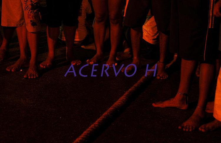 Círio de Nazaré.<br /> Promesseiros começam a chegar ainda na madrugada para tentar um lugar na corda e acompanhar a procissão para pagamento de promessas.<br /> Belém, Pará, Brasil.<br /> Foto Paulo Santos<br /> 10/10/2010