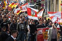 Gegen den Protest mehrerer tausend Menschen setzte die Polizei am 1. Mai in Berlin einen Aufmarsch von ca. 300 Neonazis aus ganz Deutschland durch. Es gab mehrere Versuche die Marschroute mit Blokaden zu sperren, so auch einer Betonpyramide, an die sich 4 Menschen angekettet hatten.<br />1.5.2013, Berlin<br />Copyright: Christian-Ditsch.de<br />[Inhaltsveraendernde Manipulation des Fotos nur nach ausdruecklicher Genehmigung des Fotografen. Vereinbarungen ueber Abtretung von Persoenlichkeitsrechten/Model Release der abgebildeten Person/Personen liegen nicht vor. NO MODEL RELEASE! Don't publish without copyright Christian Ditsch/version-foto.de, Veroeffentlichung nur mit Fotografennennung, sowie gegen Honorar, MwSt. und Beleg. Konto:, I N G - D i B a, IBAN DE58500105175400192269, BIC INGDDEFFXXX, Kontakt: post@christian-ditsch.de.<br />Urhebervermerk wird gemaess Paragraph 13 UHG verlangt.]