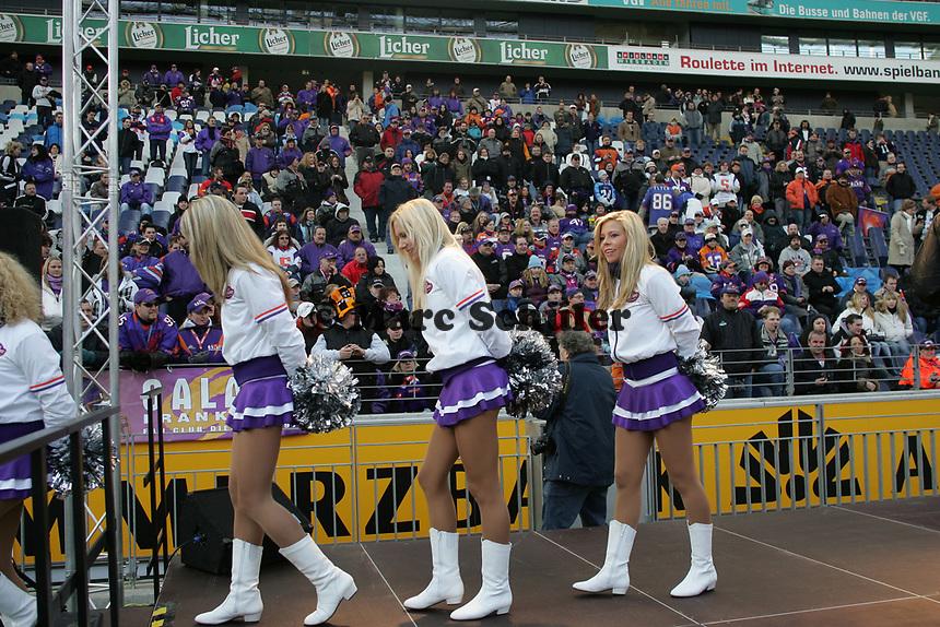 FRankfurt Galaxy Dancers nach dem Auftritt vor den Fans