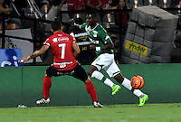 MEDELLIN - COLOMBIA -04-03-2017: Luis Arias (Izq.) jugador de Deportivo Independiente Medellin disputa el balón con Luis Orjuela (Der.) jugador de Deportivo Cali, durante entre Deportivo Independiente Medellin y Deportivo Cali, por la fecha 8 de la Liga Aguila I 2017, en el estadio Atanasio Girardot de la ciudad de Medellin. / Luis Arias (L) player of Deportivo Independiente Medellin fights for the ball with Luis Orjuela (R) player of Deportivo Cali, during a match between Deportivo Independiente Medellin and Deportivo Cali for the date 8 of the Liga Aguila I 2017 at the Atanasio Girardot stadium in Medellin city. Photo: VizzorImage  / Luis Ramirez / Staff.