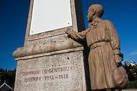 Europe/France/Limousin/23/Creuse/Gentioux: Monument aux morts le seul monument au mort contre la Guerre
