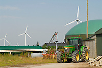 DEUTSCHLAND , Nordstrand, Bauernhof mit Windenergie und Biogasanlage mit Blockheizkraftwerk BHKW zur Strom- und Wärmeerzeugung, John Deere Traktor / GERMANY agricultural farm with wind power, and Biogas plant at Nordstrand