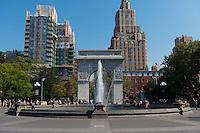 Washington Square fountain and Washington arch on Manhattan, New York