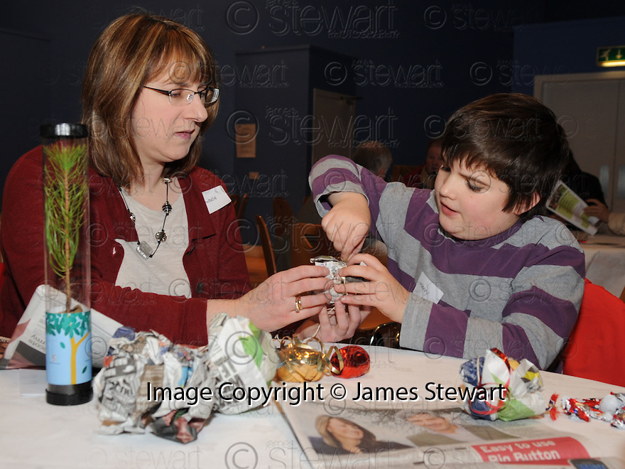 14/12/2010   Copyright  Pic : Lisa Ferguson / JSP.006_christmas_seminar_2010  .::  FALKIRK COUNCIL ::  LITTER STRATEGY :: CHRISTMAS SEMINAR 2010 :: CHRISTMAS DECORATIONS ARE MADE FROM LITTER ::.