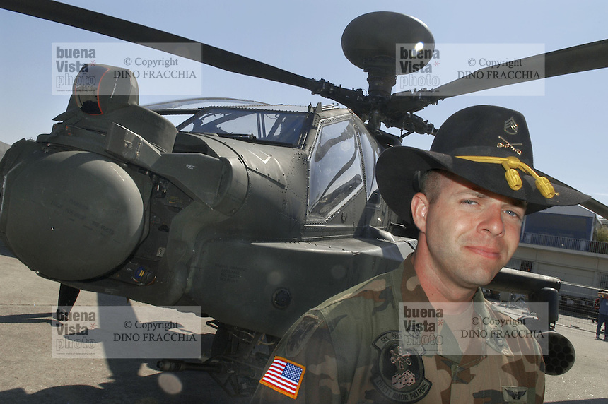 - pilot of an anti tank combat helicopter Apache  based in Germany with cavalry hat (USA)....- pilota di un elicottero da combattimento anticarro Apache di stanza in Germania con il cappello della cavalleria (USA)