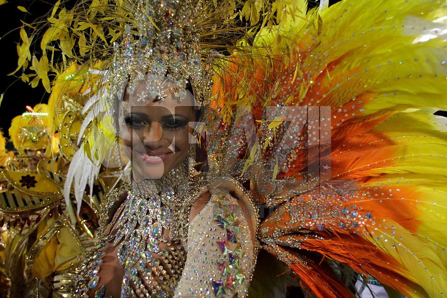 SÃO PAULO, SP, 04 DE MARÇO DE 2011 - CARNAVAL 2011 - Desfile da Mancha Verde primeiro dia dos desfiles das escolas do Grupo Especial de São Paulo, Viviane Araujo durante desfile no Sambódromo do Anhembi, zona norte da capital paulista, nesta sexta-feira. (FOTO: ALE VIANNA / NEWS FREE).