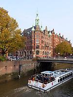 Touristenboote in der  Speicherstadt, Hamburg, Deutschland, Europa, UNESCO-Weltkulturerbe<br /> Touristbooat inSpeicherstadt, Hamburg, Germany, Europe, UNESCO world heritage