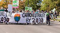 L'édition montréalaise des manifestations mondiales pour la justice climatique le 24 septembre 2021.<br /> <br /> Cet événement vise à sensibiliser à l'importance de la lutte contre les changements climatiques.  <br /> <br /> PHOTO : Agence Québec Presse - Ryan Rumpel