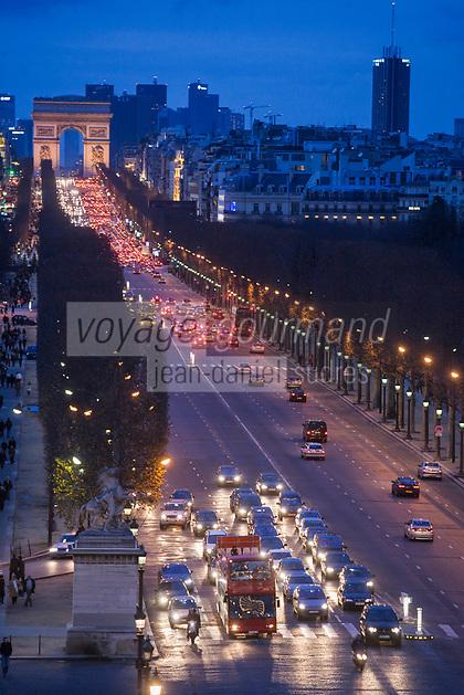 Europe/France/Ile-de-France/75008/Paris: Les Champs Elysées et l' Arc de Triomphe //  Europe / France / Ile-de-France / 75008 / Paris: The Champs Elysées and the Arc de Triomphe