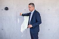 Pressetermin des Robert Koch-Instituts vor der Inbetriebnahme des Hochsicherheitslabors der Schutzstufe S4.<br /> In dem Labor der hoechsten Schutzstufe koennen am Standort Seestraße in Berlin-Wedding hochansteckende, lebensbedrohliche Krankheitserreger wie Ebola-, Lassa- oder Nipah-Viren sicher untersucht werden.<br /> Der Betriebsbeginn ist am 31. Juli 2018.<br /> Im Bild: Prof. Lothar H. Wiehler, Praesident des Robert Koch-Institut.<br /> ACHTUNG: Sperrfrist der Veroeffentlichung ist bis 25. Juli 2018 9.00 Uhr!<br /> 24.7.2018, Berlin<br /> Copyright: Christian-Ditsch.de<br /> [Inhaltsveraendernde Manipulation des Fotos nur nach ausdruecklicher Genehmigung des Fotografen. Vereinbarungen ueber Abtretung von Persoenlichkeitsrechten/Model Release der abgebildeten Person/Personen liegen nicht vor. NO MODEL RELEASE! Nur fuer Redaktionelle Zwecke. Don't publish without copyright Christian-Ditsch.de, Veroeffentlichung nur mit Fotografennennung, sowie gegen Honorar, MwSt. und Beleg. Konto: I N G - D i B a, IBAN DE58500105175400192269, BIC INGDDEFFXXX, Kontakt: post@christian-ditsch.de<br /> Bei der Bearbeitung der Dateiinformationen darf die Urheberkennzeichnung in den EXIF- und  IPTC-Daten nicht entfernt werden, diese sind in digitalen Medien nach §95c UrhG rechtlich geschuetzt. Der Urhebervermerk wird gemaess §13 UrhG verlangt.]