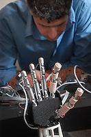 - Scuola Superiore S.Anna di Pisa, polo della ricerca di Pontedera-Valdera, Laboratorio ARTS Lab (Advanced  Robotics Technology and System Laboratory),  protesi meccanotronica da collegare direttamente al sistema nervoso umano....- Advanced School S.Anna of Pisa, pole of the search of Pontedera-Valdera, Laboratory ARTS Lab (Advanced Robotics Technology and System Laboratory), mecanotronic prosthesis to connect directly to human  nervous system