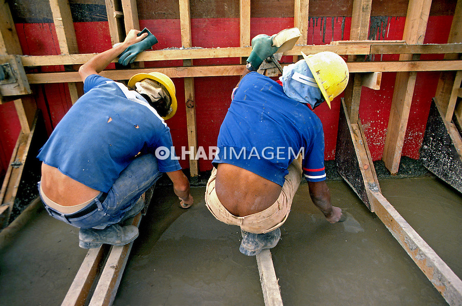 Trabalhadores da construção civil. São Paulo. 1993. Foto de Juca Martins.