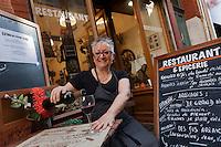 Europe/France/Midi-Pyrénées/31/Haute-Garonne/Toulouse: Danièle Bach ,  Epicerie- Restaurant Le 34, 34, rue des Filatiers.  [Non destiné à un usage publicitaire - Not intended for an advertising use]