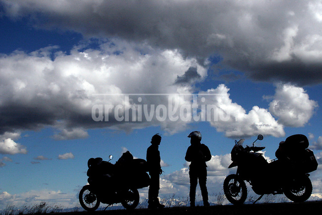 Meeting with another rider in Canada.June 29, 2005.Born in Argentina, photographer Ivan Pisarenko in 2005  decided to ride his motorcycle across the American continent. While traveling Ivan is gathering an exceptional photographic document on the more diverse corners of the region. Archivolatino will publish several stories by this talented young photographer..