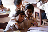 Remise de materiel scolaire a des jeunes ecolier pres  de Siem Reap, Cambodge,  26 Novembre 2020<br /> <br /> PHOTO :   Pierre Roussel