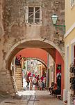 Croatia, Kvarner Gulf, Rab Island, Rab (Town): old town lane | Kroatien, Kvarner Bucht, Insel Rab, Rab (Stadt): Altstadtgasse