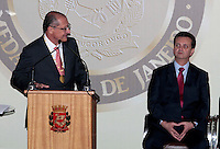 SAO PAULO, SP, 25 DE JANEIRO DE 2012 - ENTREGA MEDALHA 25 DE JANEIRO - Governador Geraldo Alckmin e o Prefeito Giberto Kassab durante cerimonia de entrega da Medalha 25 de Janeiro na sede da Prefeitura de Sao Paulo, na regiao central da capital paulista nessa quarta-feira, 25. FOTO: VANESSA CARVALHO - NEWS FREE.