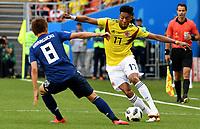 SARANSK - RUSIA, 19-06-2018: Johan MOJICA (Der) jugador de Colombia disputa el balón con Genki HARAGUCHI (Izq) jugador de Japón durante partido de la primera fase, Grupo H, por la Copa Mundial de la FIFA Rusia 2018 jugado en el estadio Mordovia Arena en Saransk, Rusia. /  Johan MOJICA (R) player of Colombia fights the ball with Genki HARAGUCHI (L) player of Japan during match of the first phase, Group H, for the FIFA World Cup Russia 2018 played at Mordovia Arena stadium in Saransk, Russia. Photo: VizzorImage / Julian Medina / Cont