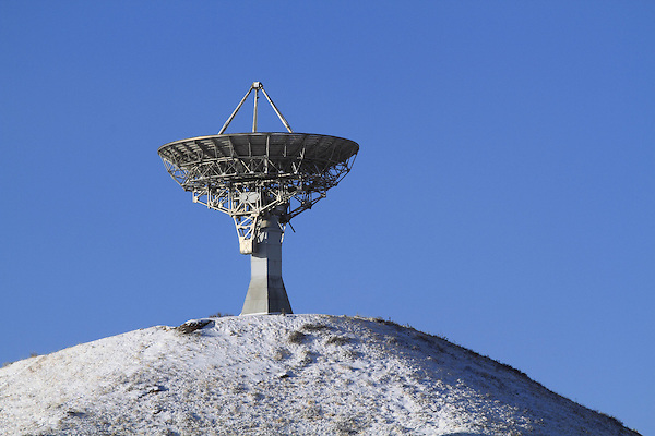 Satellite dish or radio telescope for astronomy research, Colorado, USA. .  John leads private photo tours in Boulder and throughout Colorado. Year-round Colorado photo tours.