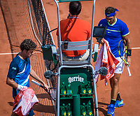 Paris, France, 31 May, 2017, Tennis, French Open, Roland Garros, Robin Haase (NED) (L) passing Rafael Nadal (ESP) at changeover<br /> Photo: Henk Koster/tennisimages.com