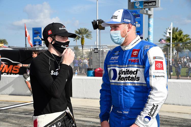 #18: Chandler Smith, Kyle Busch Motorsports, Toyota Tundra Safelite AutoGlass, #16: Austin Hill, Hattori Racing Enterprises, Toyota Tundra United Rentals