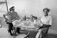 - Villaggio albanese, Queparo (Ceparò, agosto 1993);<br /> gli amici del bar<br /> <br /> -  Albanian  Village, Queparo (Ceparò, August 1993);<br /> the cafè friends