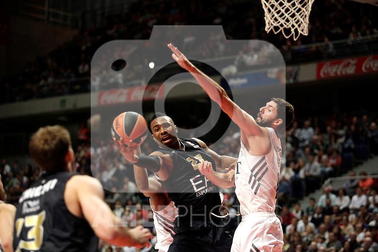 Real Madrid´s Mirotic (R) V EA7 Emporio Armani Milan´s Langford (C) during Euroleague Basketball match. November 01,2013. (ALTERPHOTOS/Victor Blanco)