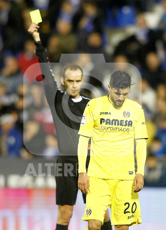 Spanish referee Melero Lopez show yellow card to Villarreal CF's Roberto Soriano during La Liga match. December 3,2016. (ALTERPHOTOS/Acero)