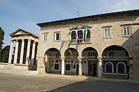 - tempio di Augusto e municipio medioevale....- temple of August and Middle Ages town hall