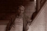 Michel Houellebecq, è uno scrittore, saggista, poeta, regista e sceneggiatore francese. L'autore, spesso assimilato al movimento anglosassone detto di Anticipazione sociale, è considerato uno dei più rilevanti scrittori della letteratura francese contemporanea. Milano, 8 luglio 1999. Photo by Leonardo Cendamo/Getty Images