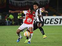 BOGOTÁ-COLOMBIA-18- MARZO-2015. Wilson Morelo (Izq) jugador de Independiente Santa Fe de Colombia disputa el balón con Douglas Santos  (Der) jugador Atletico Mineiro de Brasil , durante partido por la tercera fase, llave G1, de la Copa Bridgestone Libertadores 2015 jugado en el estadio Nemesio Camacho El Campin de la ciudad de Bogotá. / Wilson Morelo (L) player of Independiente Santa Fe of Colombia fights for the ball with Douglas Santos  (R) player of Atletico Mineiro  during the match for the third phase, G1 key, of the Copa Bridgestone Libertadores 2015 played at Nemesio Camacho El Campin stadium in Bogota city