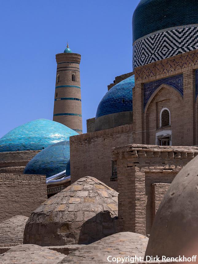 Minarett und Kuppeln , Xiva, Usbekistan, Asien, UNESCO-Weltkulturerbe<br /> minaret and domes, historic city Ichan Qala, Chiwa, Uzbekistan, Asia, UNESCO heritage site