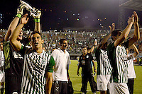 MEDELLIN -COLOMBIA, 05-12-2013. Jugadores de  Atlético Nacional celebran el paso de su equipo a la final después del partido con Itaguí por la fecha 5 de los cuadrangulares finales de la Liga Postobón II 2013 jugado en el estadio Metroplitano Ciudad de Itagüí./ Players of Atletico Nacional celebrate the passage of his team to the final after the match against Itagui for the fifth date of final quadrangulars of the Postobon League II 2013 played at Metropolitano Ciudad de Itagüi. Photo: VizzorImage/Luis Rios/STR