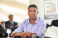 RECIFE, PE, 05 DE MARÇO 2013 - COPA 2014 - VISTORIA ARENA PERNAMBUCO - Ronaldo Nazario membro do COL em coletiva durante vistoria da FIFA  a Arena Pernambuco, estadio que sediará  jogos da Copa do Mundo de 2014 na cidade de São Lourenço da Mata região metropolitana do Recife, nesta terça-feira, 05. FOTO LÍBIA FLORENTINO - BRAZIL PHOTO PRESS