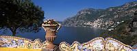 """Europe/Italie/Côte Amalfitaine/Positano : Depuis les terrasses de l'hôtel """"San Pietro"""", vue sur le village et la côte"""