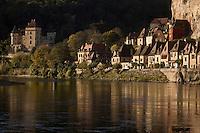 Europe/France/Aquitaine/24/Dordogne/Vallée de la Dordogne/La Roque-Gageac: le village  et le Château de la Malartrie