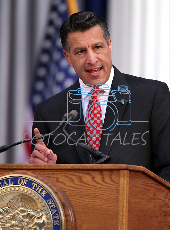 Gov. Brian Sandoval speaks during the inaugural ceremony on the steps of the Capitol, in Carson City, Nev., on Monday, Jan. 5, 2015. (Las Vegas Review-Journal/Cathleen Allison)