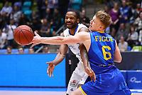 Quantez Robertson (Fraport Skyliners) gegen Luis Figge (Basketball Löwen Braunschweig) - 12.03.2017: Fraport Skyliners vs. Basketball Löwen Braunschweig, Fraport Arena Frankfurt