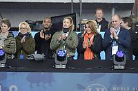 SCHAATSEN: AMSTERDAM: Olympisch Stadion, 11-03-2018, WK Allround, Coolste Baan van Nederland, Doutzen Kroes met haar man Sunnery James en moeder Gearte (links), Rintje Ritsma, ©foto Martin de Jong