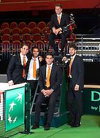 08-02-12, Netherlands,Tennis, Den Bosch, Daviscup Netherlands-Finland, Official Dinner, Teamv.l.n.r.: Thiemo de Bakker, Jean-Julien Rojer, Jesse Huta Galung, op de stoel Captain Jan Siemerink en kopman Robin Haase.