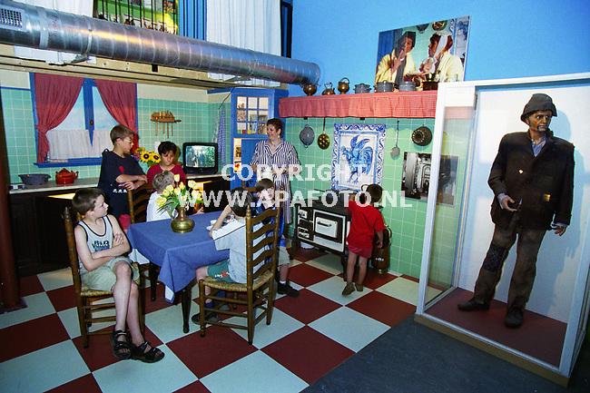 Dieren , 210600  Foto : Koos Groenewold / APA Foto<br /> Het Tv Toys museum in Dieren . Op de foto is de keuken te zien zoals die bij Swiebertje is gebruikt.