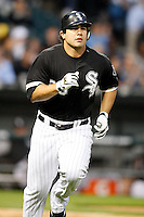 August 7, 2009: Left Fielder Carlos Quentin (20) of the Chicago White Sox runs to first during a game vs. the Cleveland Indians at U.S. Cellular Field in Chicago, IL.  The Indians defeated the White Sox 6-2.  Photo By Mike Janes/Four Seam Images