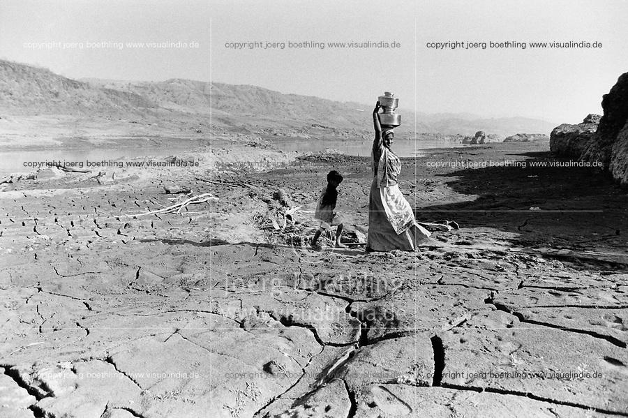 India, Narmada River, Narmada dams and protest movement of NBA Narmada Bachao Andolan, movement to save the Narmada river, and affected Adivasi in their villages, village Manibeli, February 1994