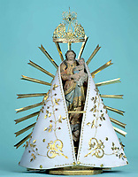 Imagem original da santa de Nossa Senhora de Nazaré com manto e coroa.<br />Belém -Pará - Brasil<br />© Foto:Paulo Santos/ Interfoto<br />Cromo