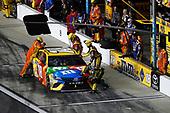 Monster Energy NASCAR Cup Series<br /> Can-Am Duel At Daytona<br /> Daytona International Speedway, Daytona Beach, FL USA<br /> Thursday 15 February 2018<br /> Kyle Busch, Joe Gibbs Racing, M&M's Toyota Camry, pit stop<br /> World Copyright: Michael L. Levitt<br /> LAT Images