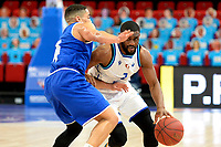 27-02-2021: Basketbal: Donar Groningen v Den Helder Suns: Groningen Donar speler Jarred Ogungbemi-Jackson (r) met Den Helder speler Dyon Halman